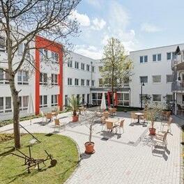 Modernisierung und Erweiterung eines Pflegeheims mit 117 Betten Gartenansicht